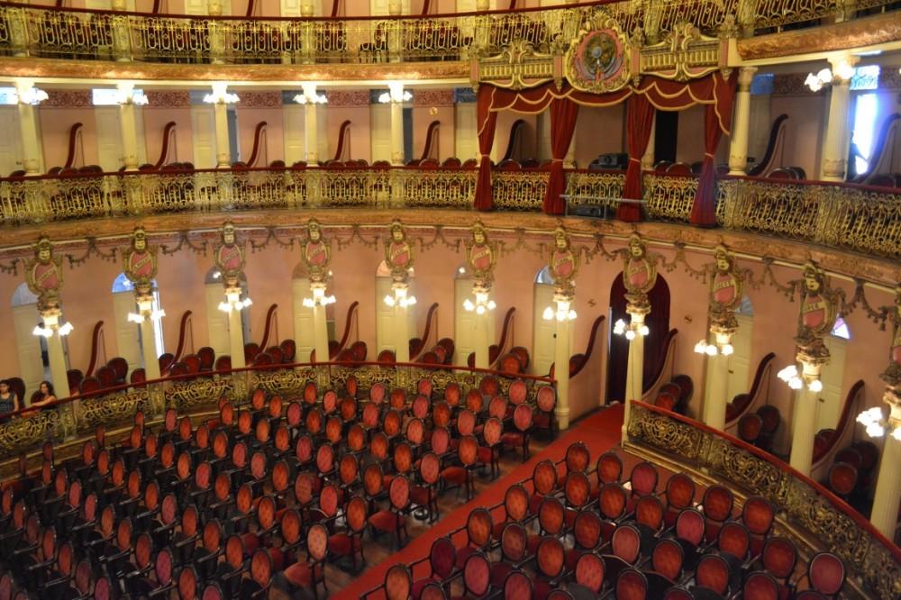 65231754c9-Teatro dentro