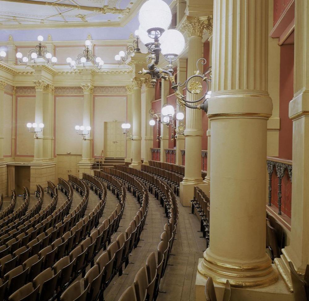 Bayreuth-Festspielhaus-Foto-2001-Bayreuth-Festival-Theatre-Photo-2001-Bay.jpg