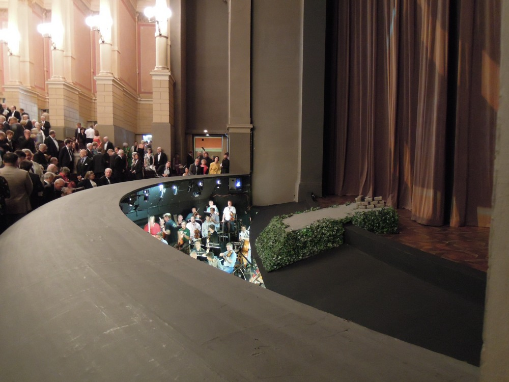 Bayreuth_Festspielhaus_orchestra_pit
