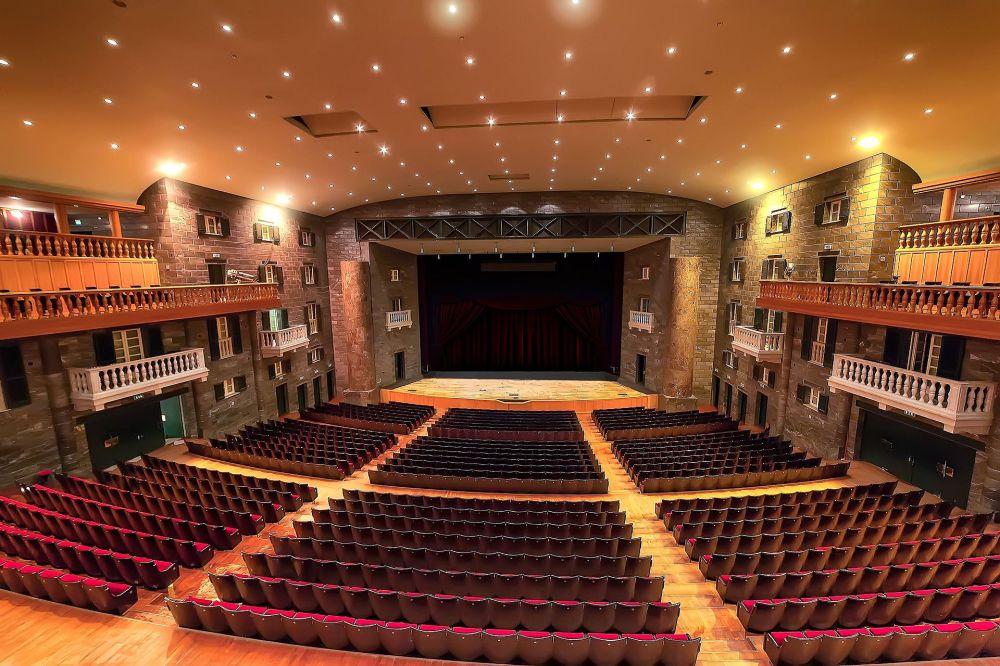 Genova_Teatro_Carlo_Felice_vista_generale.jpg
