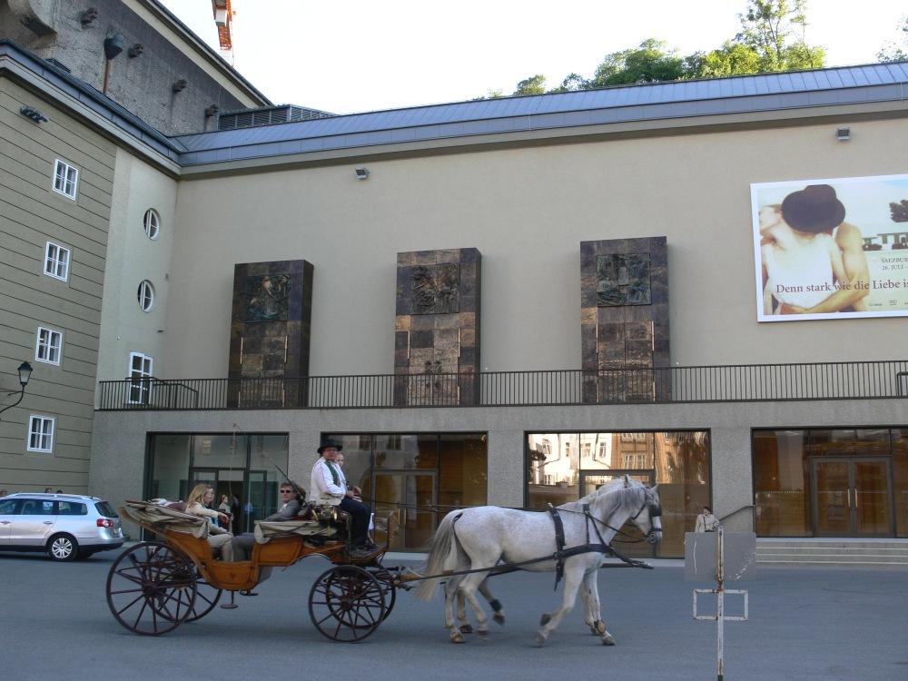 Haus_für_Mozart_außen_1