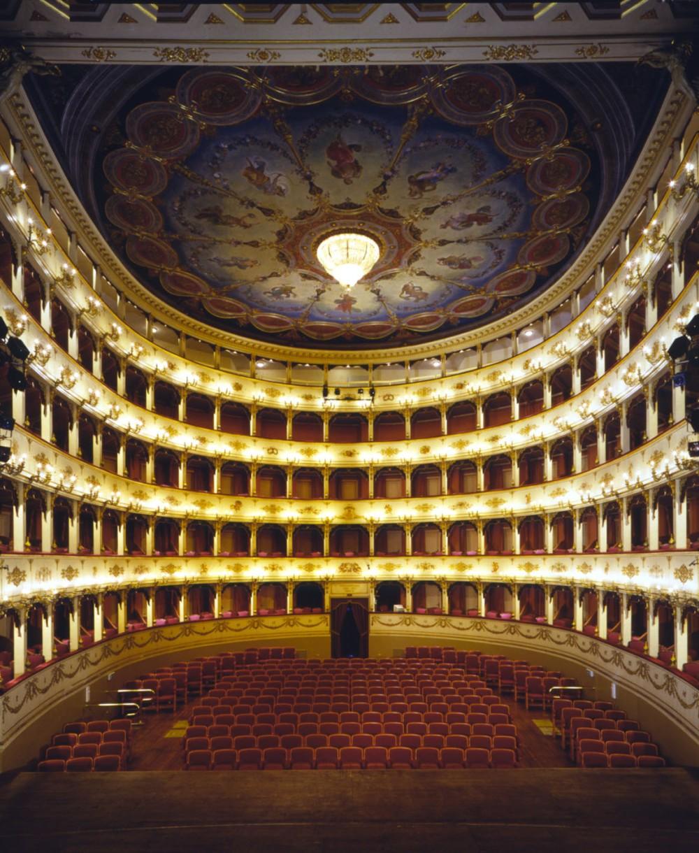 Hotel-Imperial-Sport-Pesaro-Teatro-rossini
