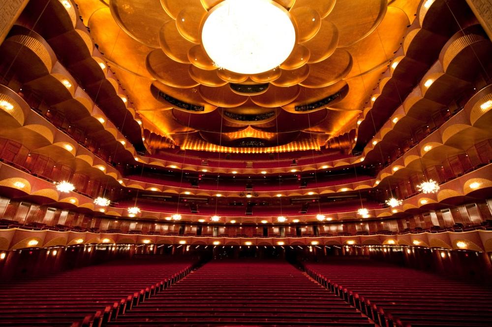 met_opera_auditorium_8270b