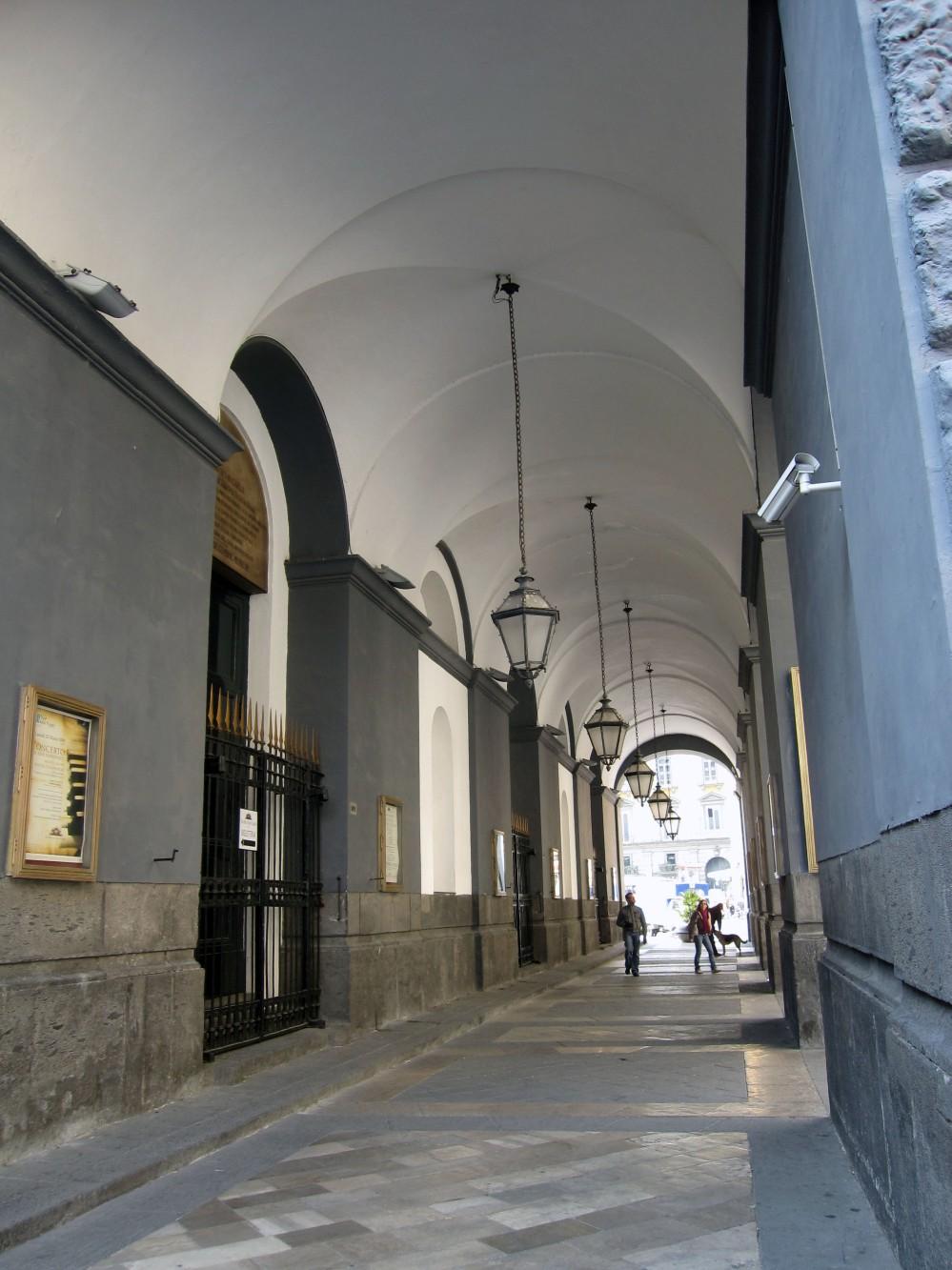 Napoli_-_Teatro_San_Carlo_Porticato