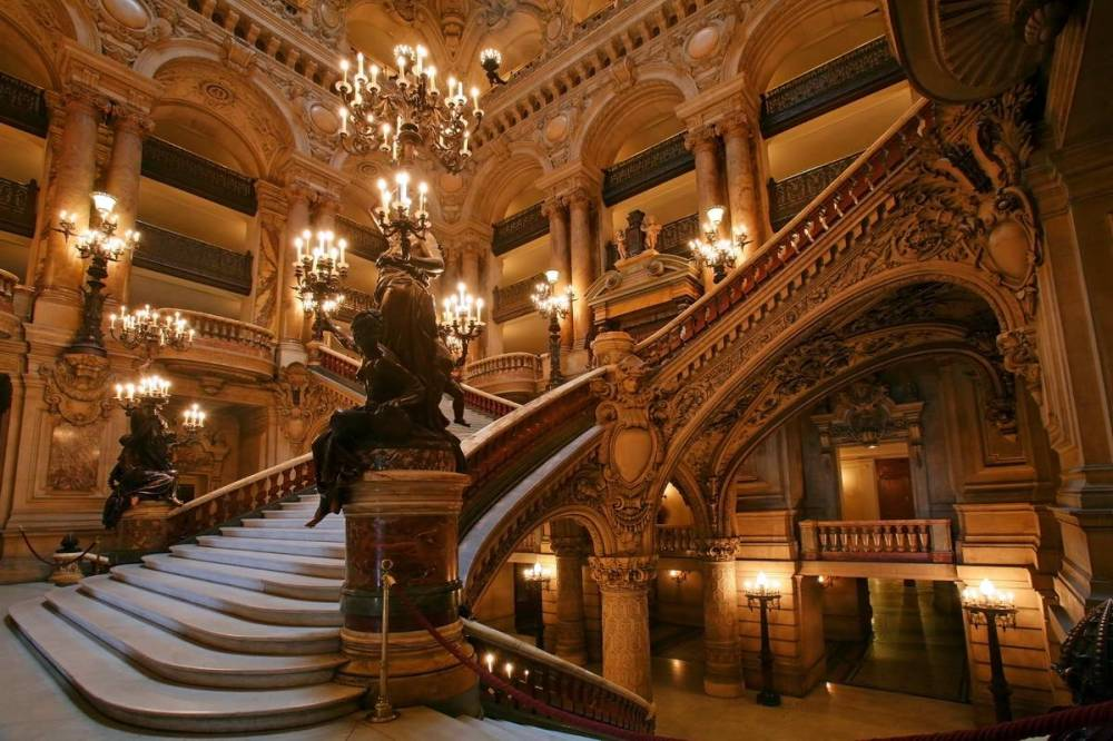 opera-national-de-paris-stairs