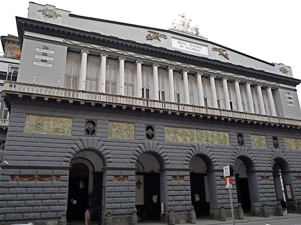 teatro-san-carlo-facciata