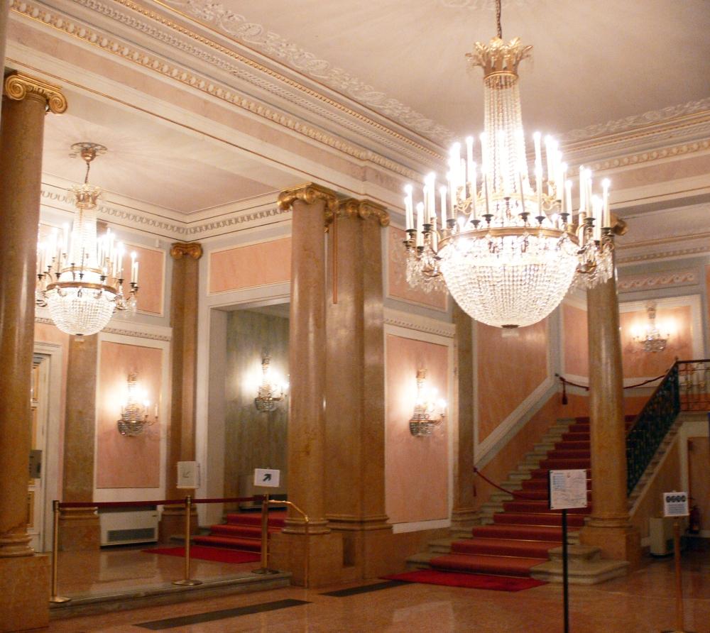 Venezia_-_Teatro_La_Fenice_-_foyer_2