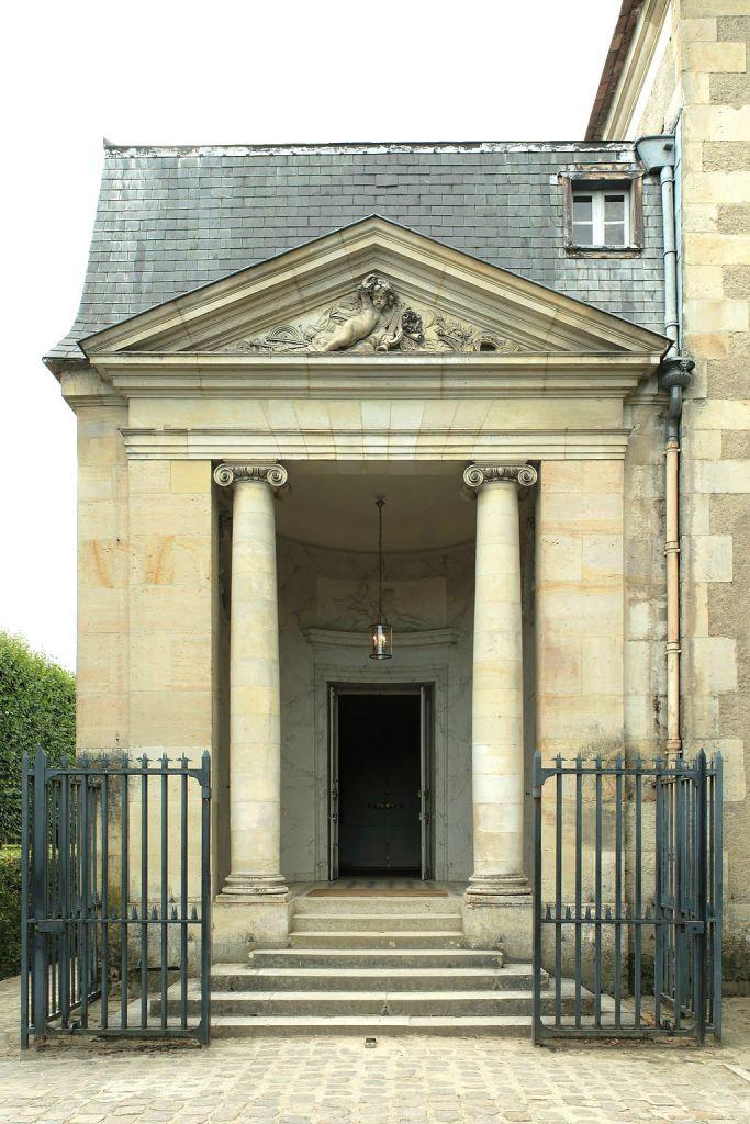 1024px-Petit_Trianon,_théâtre_de_la_Reine,_entrée