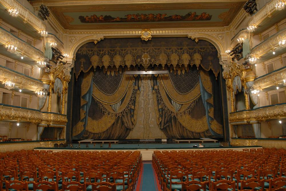 20121205_auditorium-theatre-curtaine-a.golovin-credit-v.-baranovsky-hires