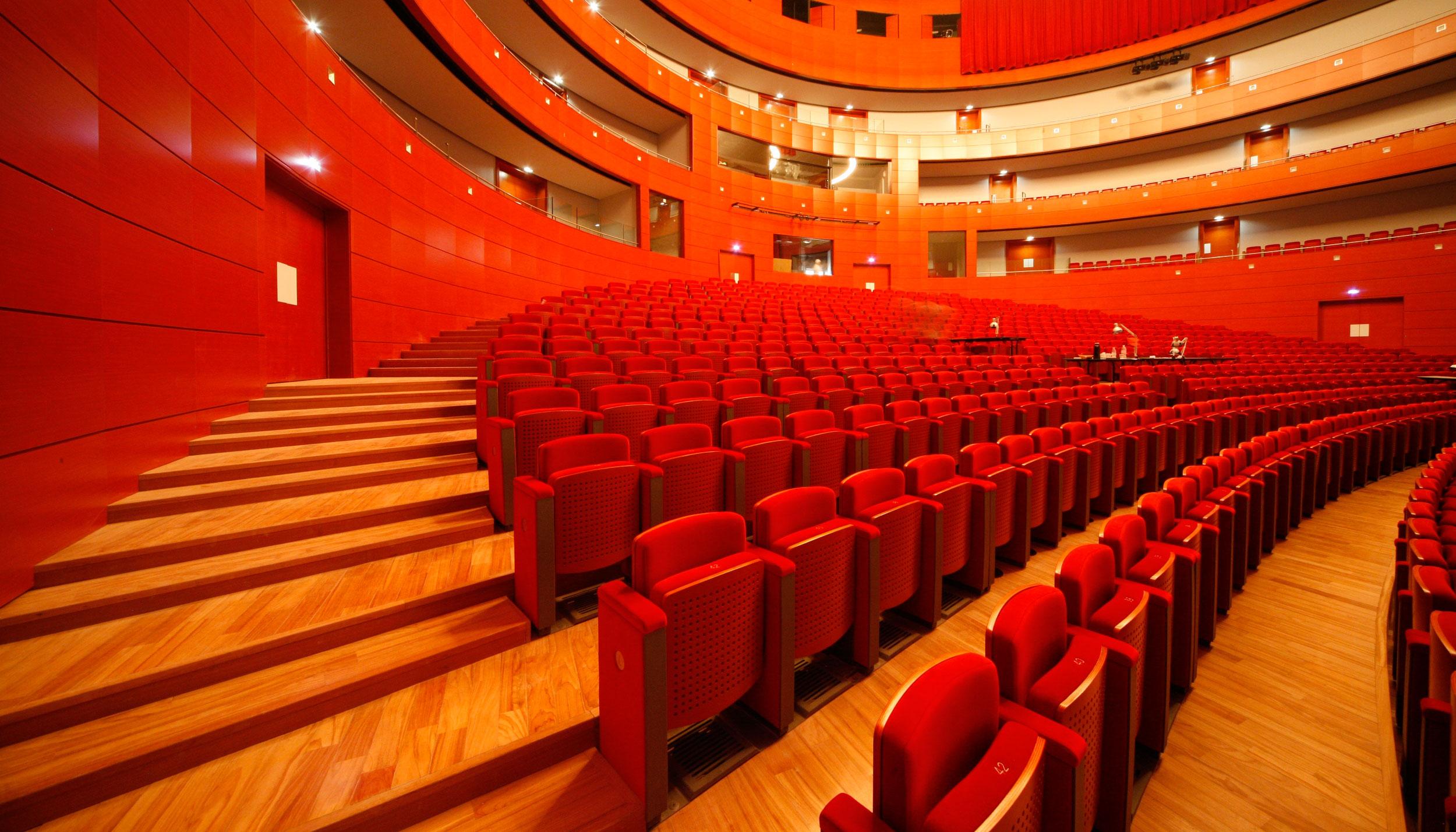 Grand th tre de provence l 39 opera in casa for Theatre salon de provence