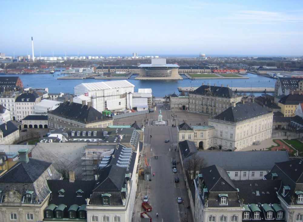 Amalienborg_seen_from_Marmorkirken