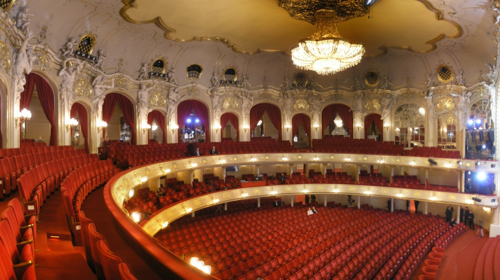 Komische_Oper_Berlin_interior_Oct_2007_Zuschauerraum
