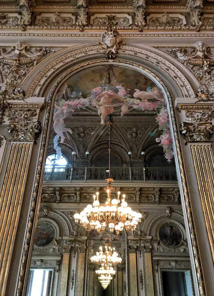 Teatro-bellini-catania-foyer-specchio-riflesso-candelabri-decorazioni