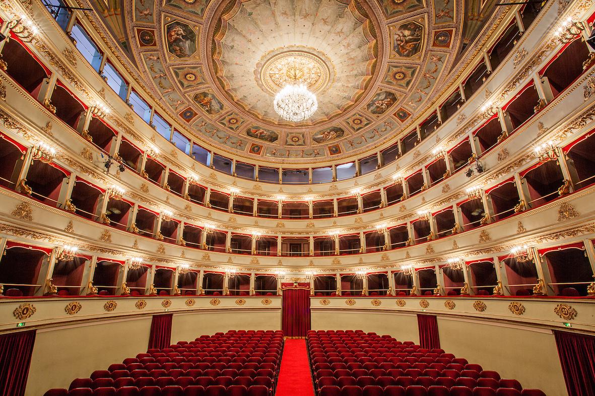 Teatro pergolesi l 39 opera in casa for Programma di disegno della casa libera
