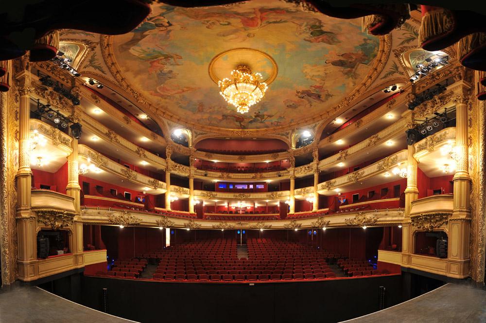 la-salle-du-theatre-royal-01