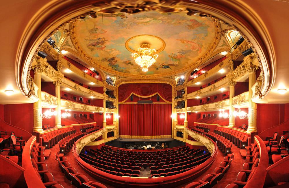 la-salle-du-theatre-royal-02