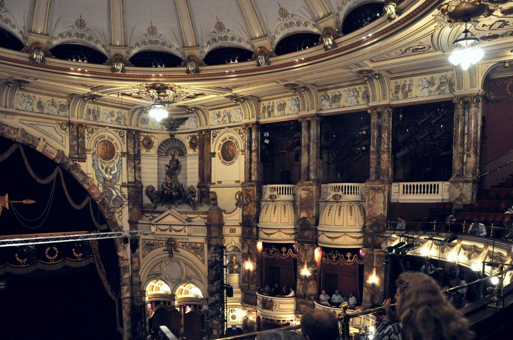 London_Coliseum_auditorium_003