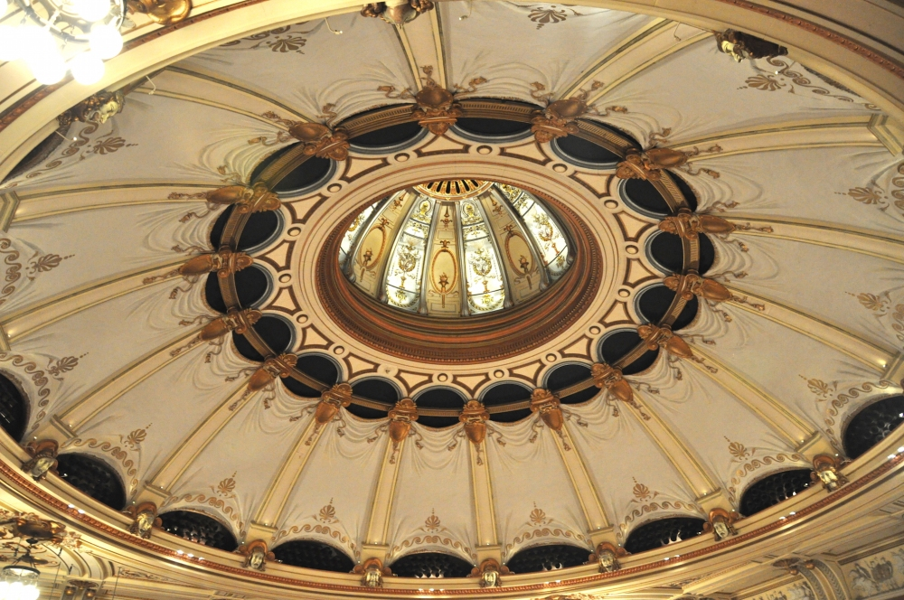 London_Coliseum_auditorium_ceiling