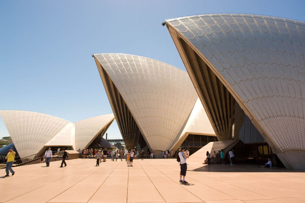 Tourists_and_Sydney_Opera_Hosue