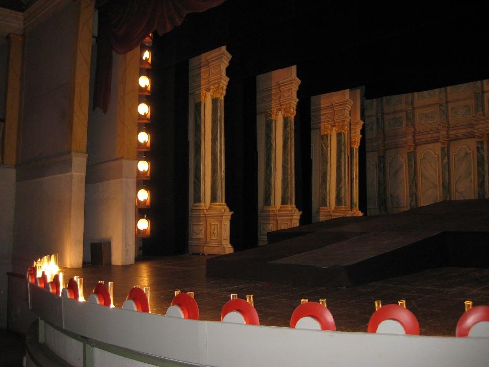 Goethe-Theater_Bad_Lauchstädt,_Blick_in_die_Seiten-Bühne