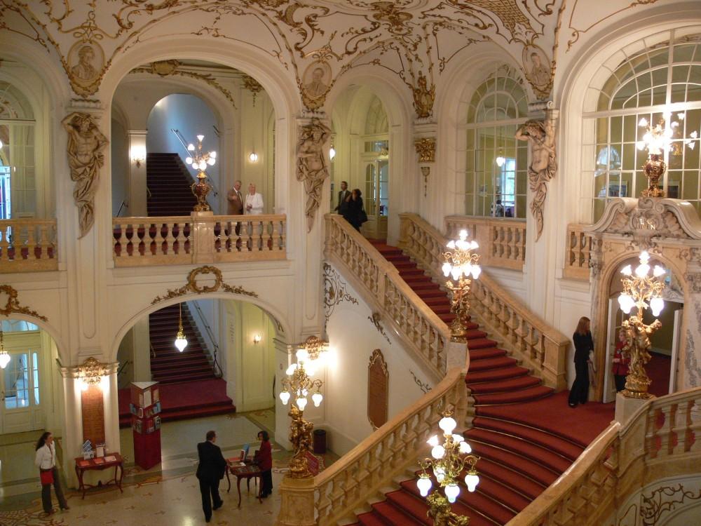 Graz_Opernhaus_Stiege_1