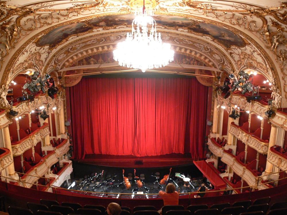 Graz_Opernhaus_Zuschauerraum_Blick_zur_Bühne