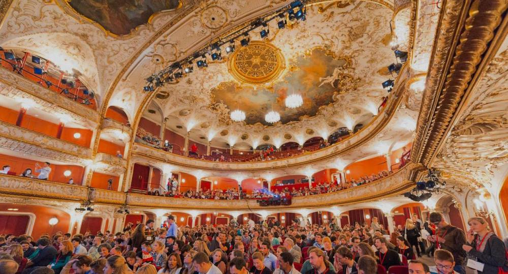 TEDxVienna-Audience-at-Volkstheater