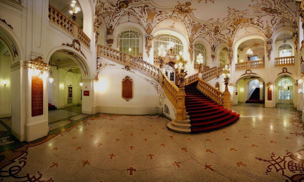 Treppenhalle_Oper_Graz