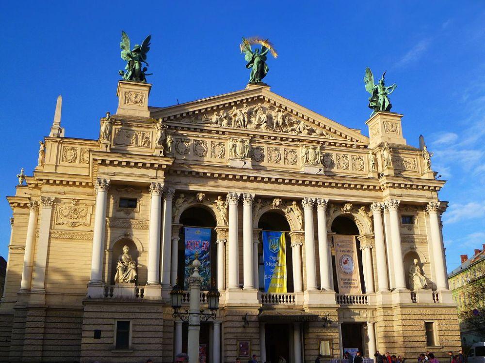 1024px-Opera-lviv-2012