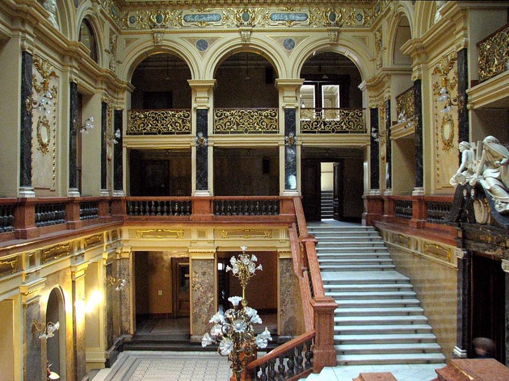 LvivOperaHouse-entrancehall-2