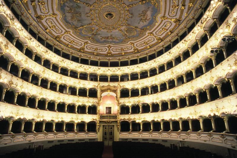 teatro_municipale_piacenza_cosa_visitare.jpg