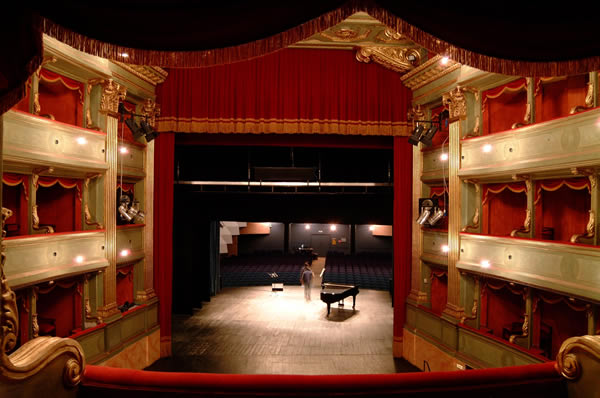 Alba_Teatro-Busca_2012_01