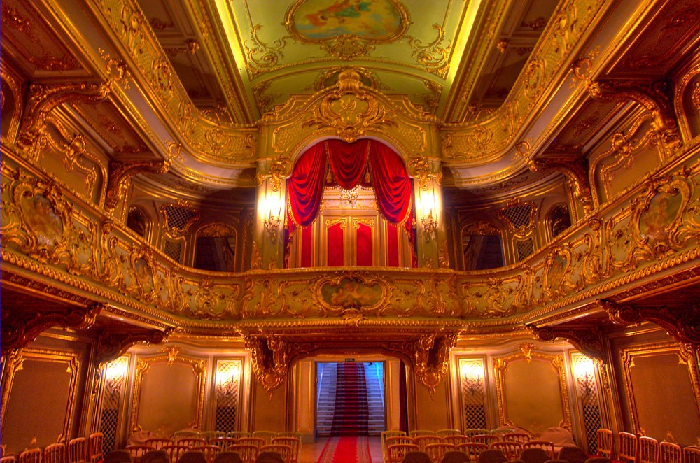 zhlobin_belorussia_saint-theater_back_side_yusupov_palace