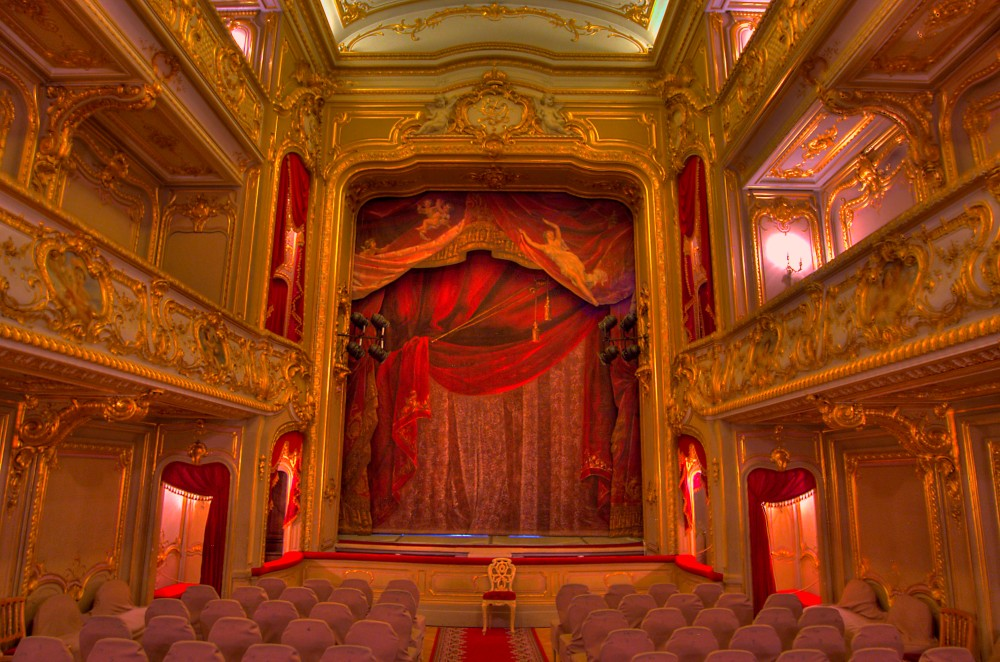 zhlobin_belorussia_saint-theater_stage_side_yusupov_palace.jpg