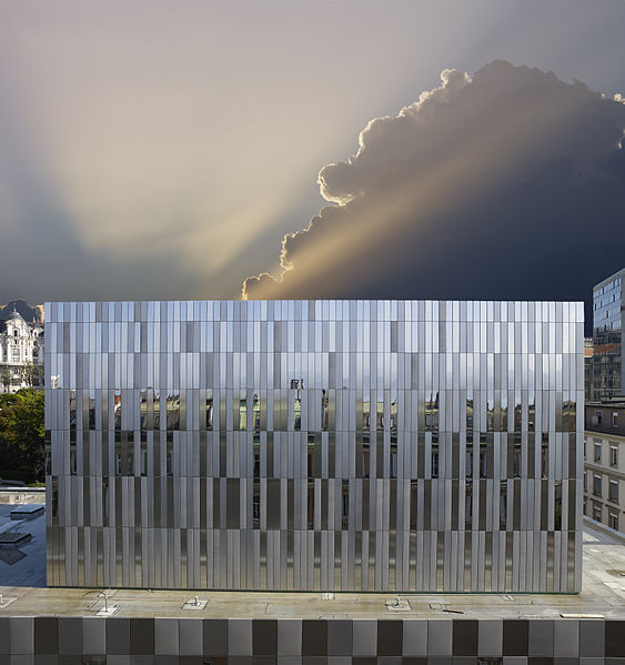 563px-facade_cage_de_scene_opera_de_lausanne