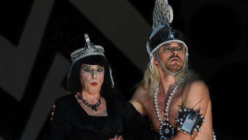 dagmar-manzel-als-cleopatra-an-der-komischen-oper.jpg
