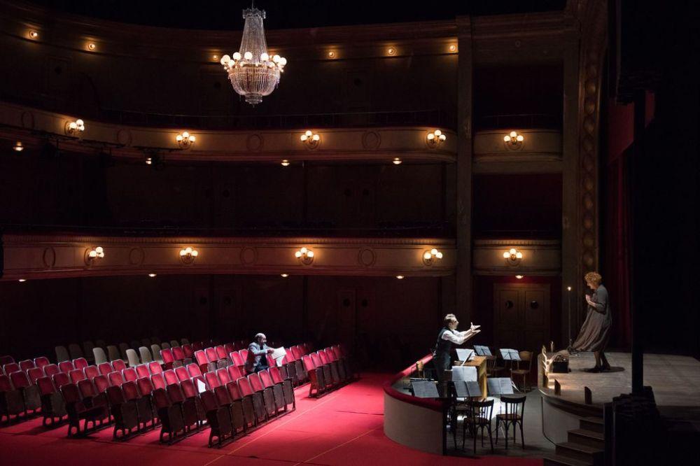 Opera-de-Lyon-Laurent-Naouri-casse-la-baraque-dans-Viva-la-Mamma-!-de-Donizetti_width1024.jpg
